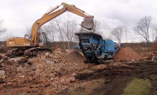 Půjčovna stavební techniky i se strojníkem Pardubice