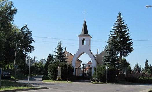 Obec Vlčnov, okres Uherské Hradiště, hřbitovská brána