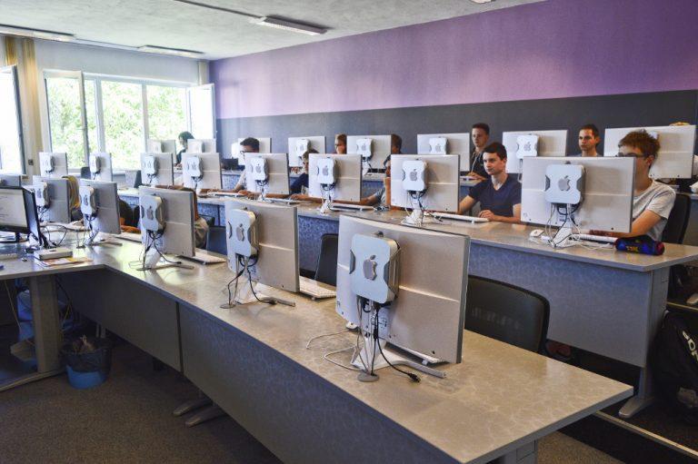 Středoškolské vzdělání zaměřené na informační technologie a cestování
