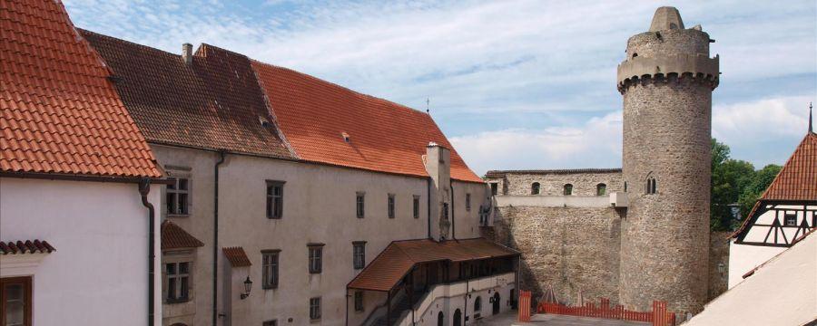 V areálu strakonického hradu se nachází Muzeum středního Pootaví Strakonice