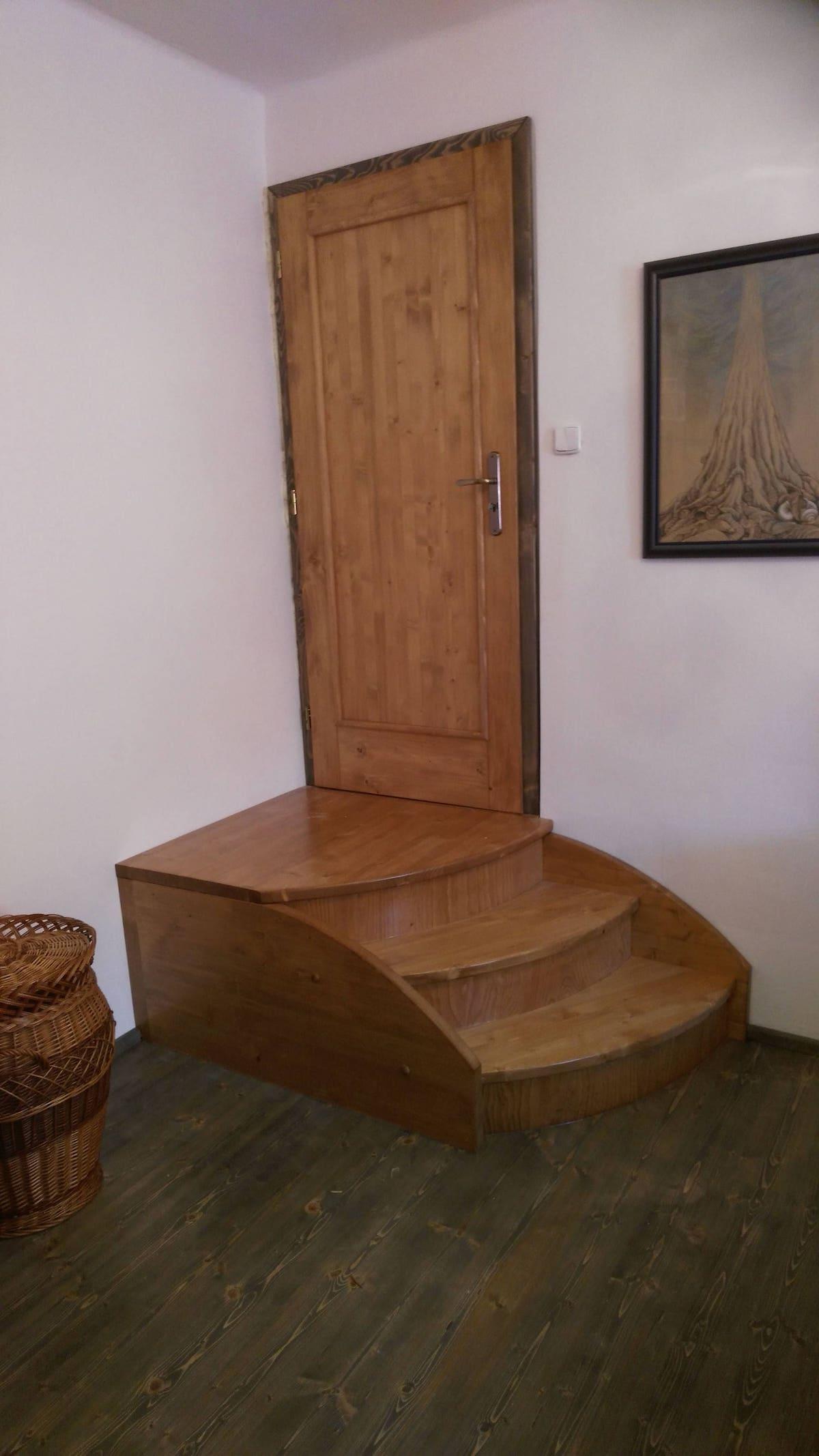 Truhlářství - schody a dveře z kvalitních materiálů