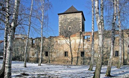 Obec Lošany okres Kolín, kamenná věžovitá tvrz