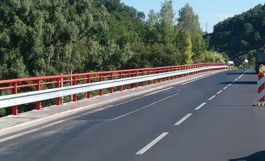 Dopravní značení Děčín, jednostranná silniční svodidla, oboustranná svodidla, betonová svodidla