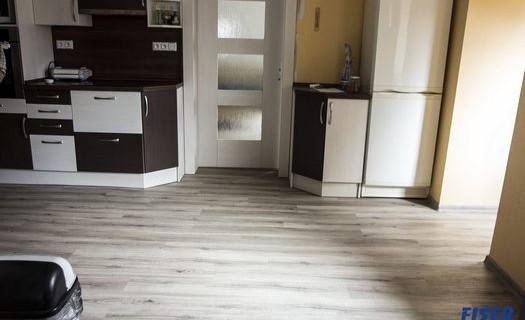 Fišer Interiéry Louny, realizace podlah, dveří, oken, schodišť, vestavěných skříní, žaluzie