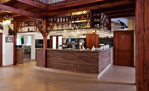 Restaurace je vhodná na oslavy, jednání, firemní večírky, svatby Domažlice