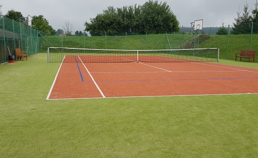 Bohaté sportovní vyžití v rodinném hotelu - kurt s umělým povrchem pro tenis, nohejbal