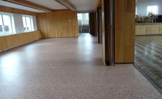 Prvotřídní pokládka podlah pro byty, kanceláře, domy i obchodní centra