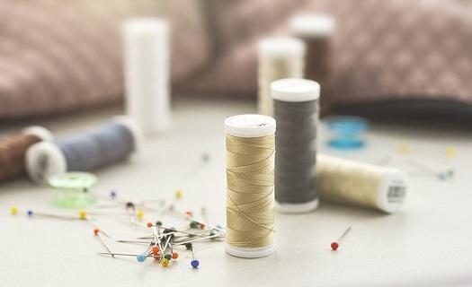 Zakázkové krejčovství Jičín, strojové vyšívání, prodej metrového textilu a textilní galanterie