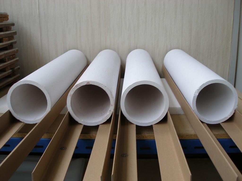 Žáruvzdorné tvarované výrobky a tmely pro sklářský průmysl