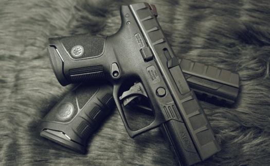 Prodej značkových zbraní, střeliv a doplňků přímo ve střelnici a e-shopu