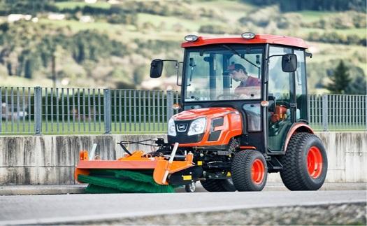 Zahradní traktory Kioti - všetranný pomocník pro úklid i sečení trávy prodej, půjčovna