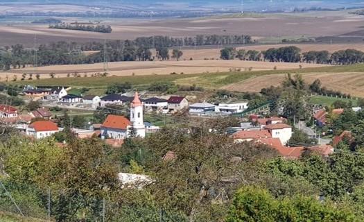 Obec Nikolčice, okres Břeclav, vinařská cyklostezka, farní kostel sv. Jakuba Staršího, Jakubské hody
