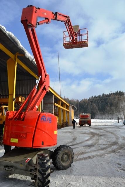 Samohybné montážní plošiny - pronájem -  haulotte, upright