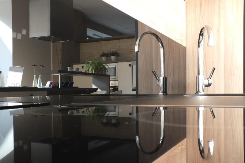 Skleněná pracovní deska do kuchyně