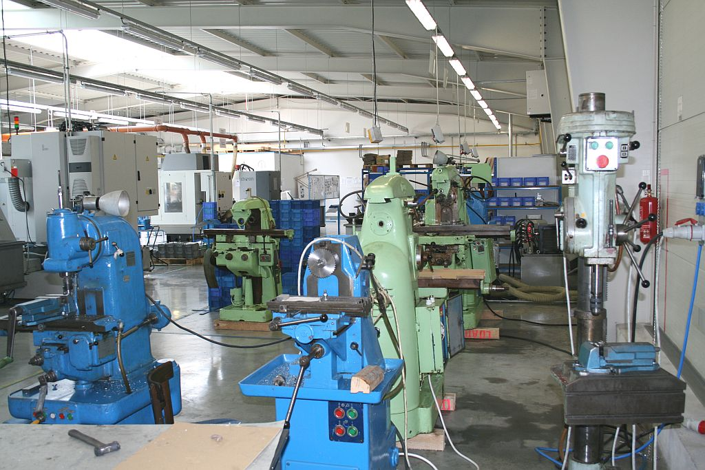 Castings for automotive and aircraft industries, precision machining of castings