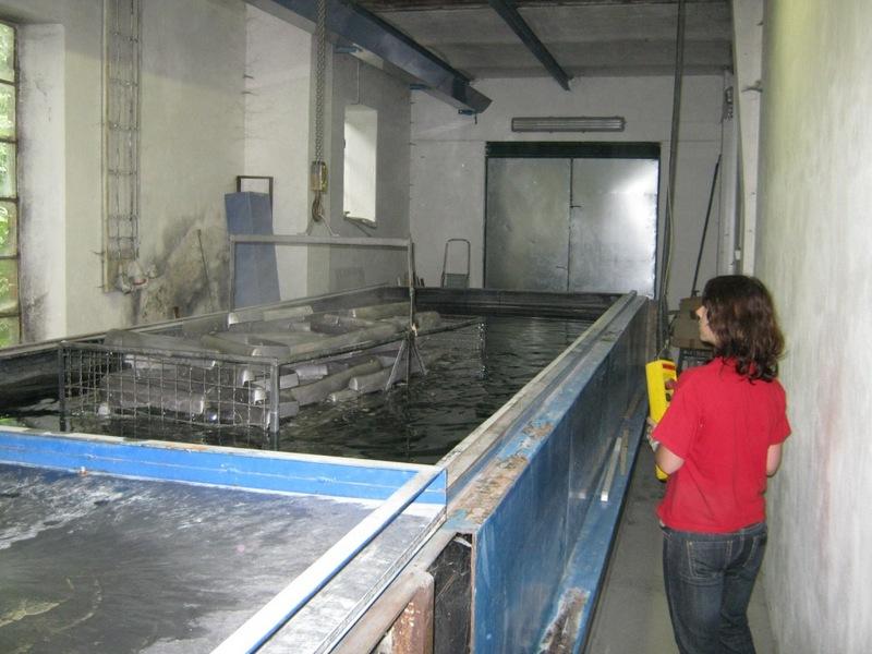 Prášková lakovna práškové lakování povrchová úprava kovů tryskání kovových ocelových konstrukcí odlakování stahování laků.