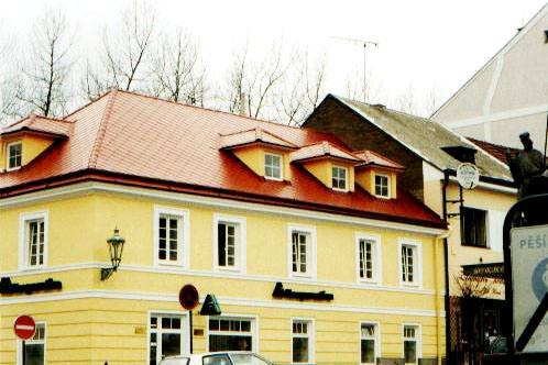 Zřizování, rekonstrukce a opravy střech.