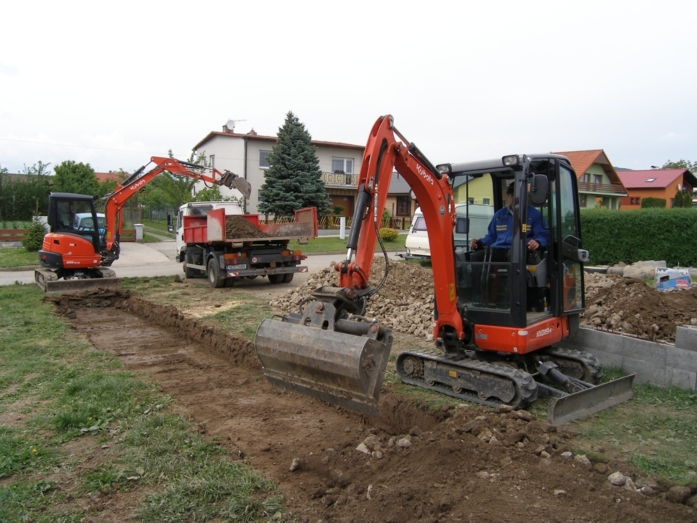 Výkopové práce, výkopy základů, bazénů, studní - Páleníček Pavel, okr. Kroměříž