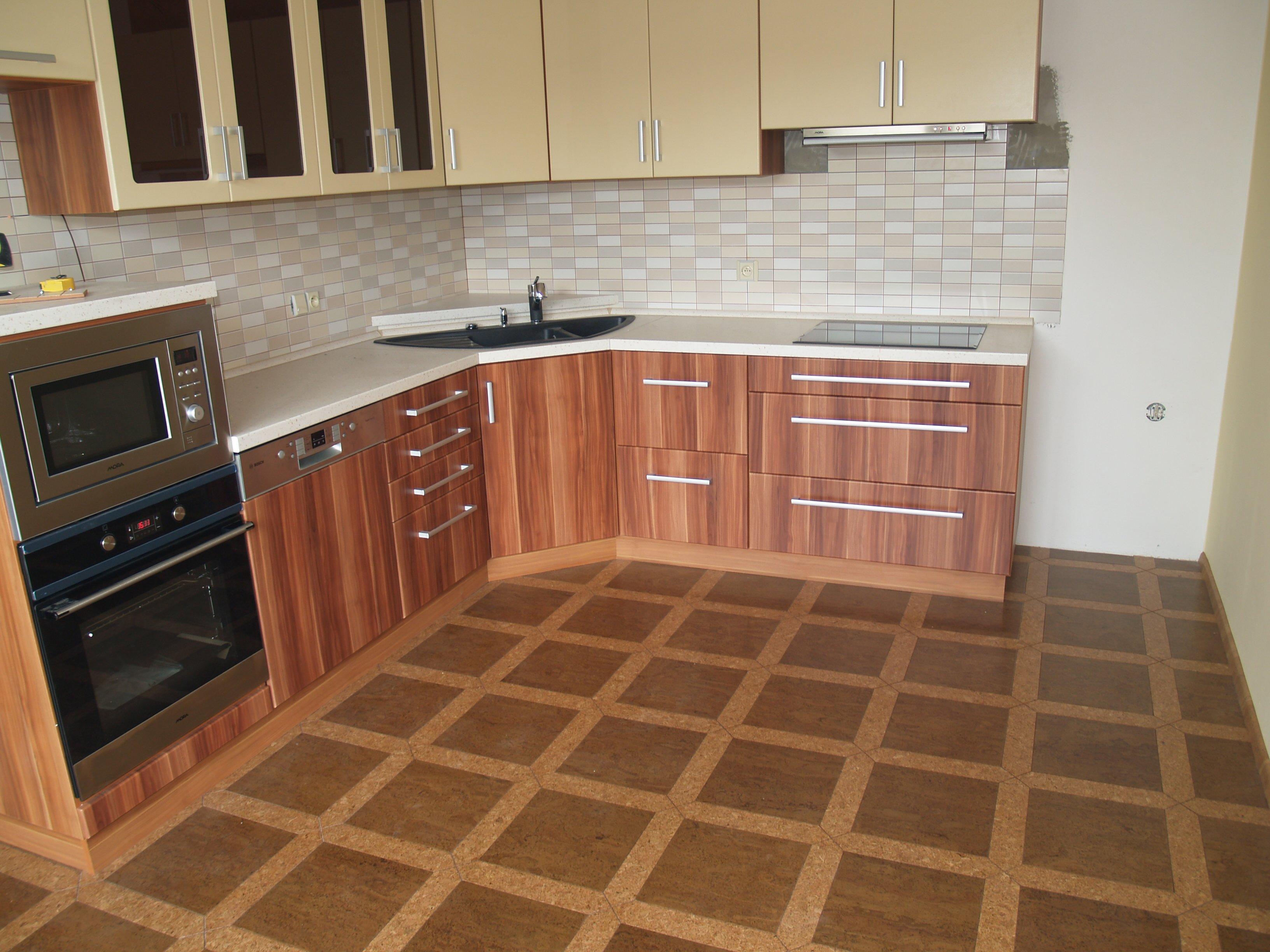 Pokládka prodej plovoucí laminátové dřevěné korkové podlahy koberce kusové celoplošné Liberec.