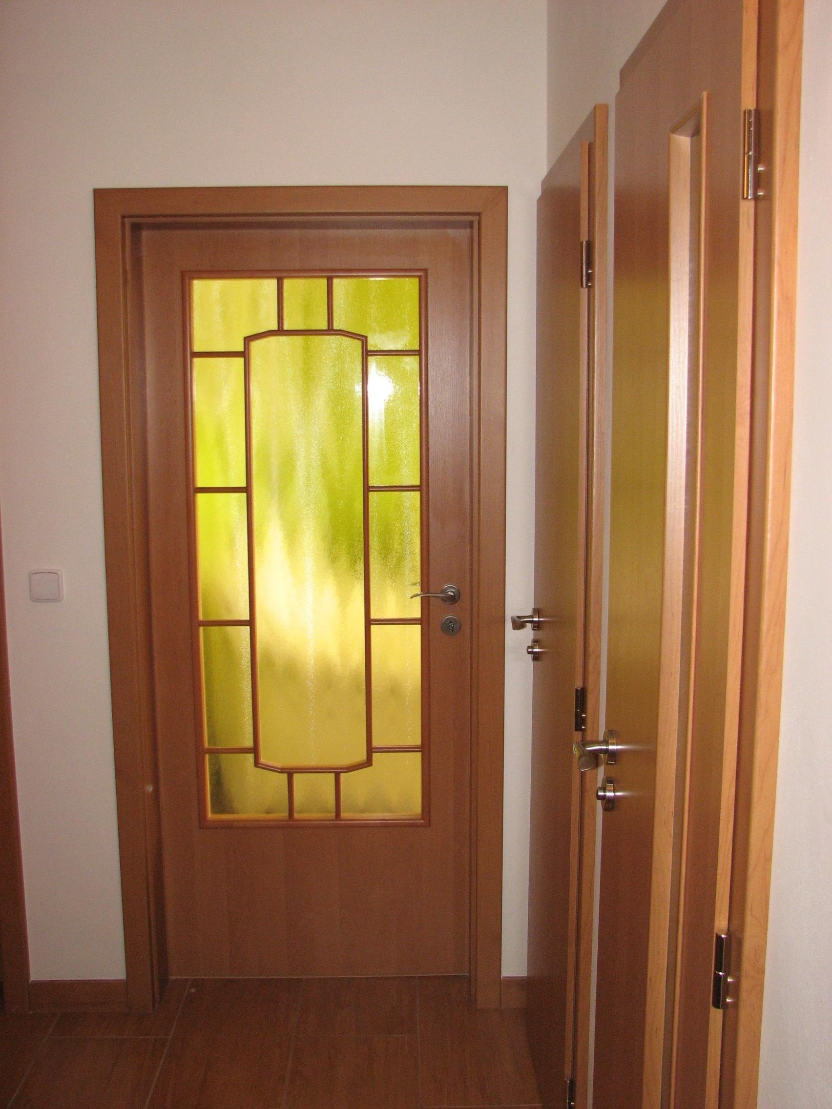 Dodání a montáž interiérových dveří a obložkových zárubní.