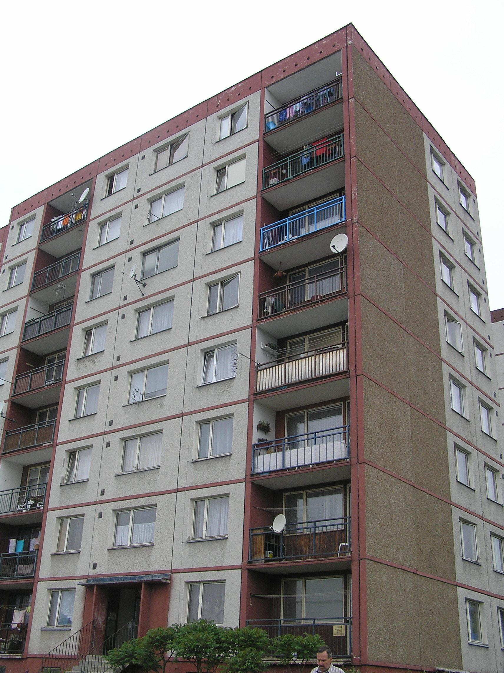Nabízíme k pronájmu byty 1+1 a 3+1 v panelovém domě v Liberci.