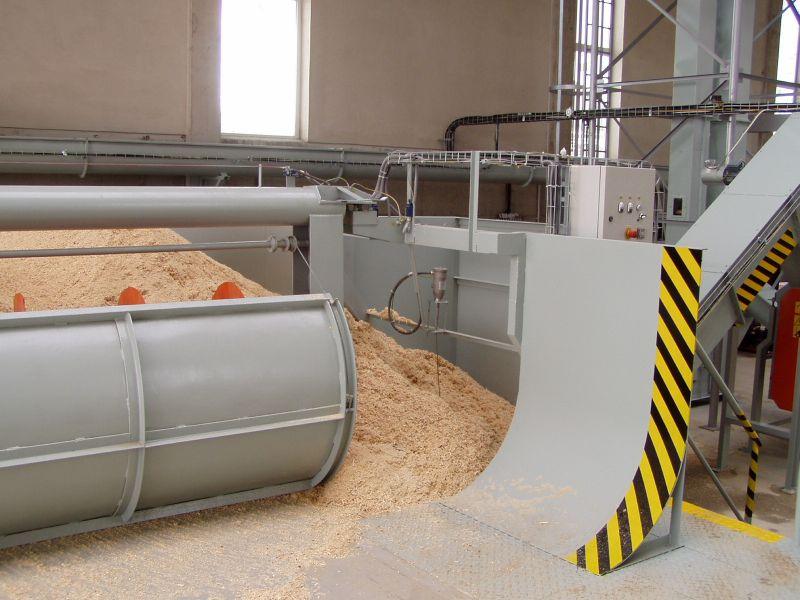 automatické přihrnování pilin