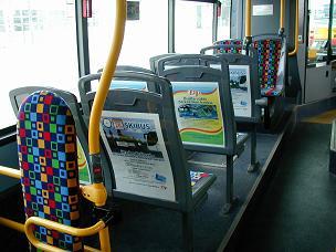 Velkoplošná pásová reklama na autobusech