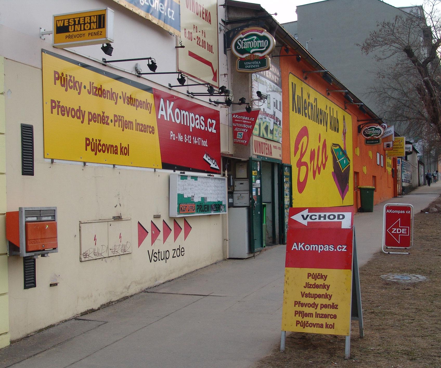 AKompas Brno půjčky Western Union vstupenky jízdenky půjčovna kol