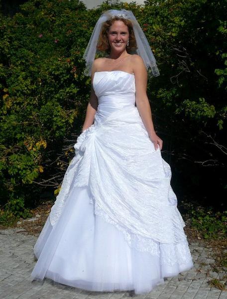 Tradiční svatební šaty