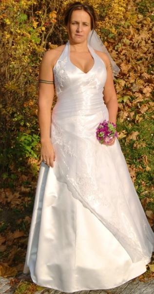 a0a3bf1a798 Půjčovna svatební společenské šaty XXL svatební společenské šaty pro ...