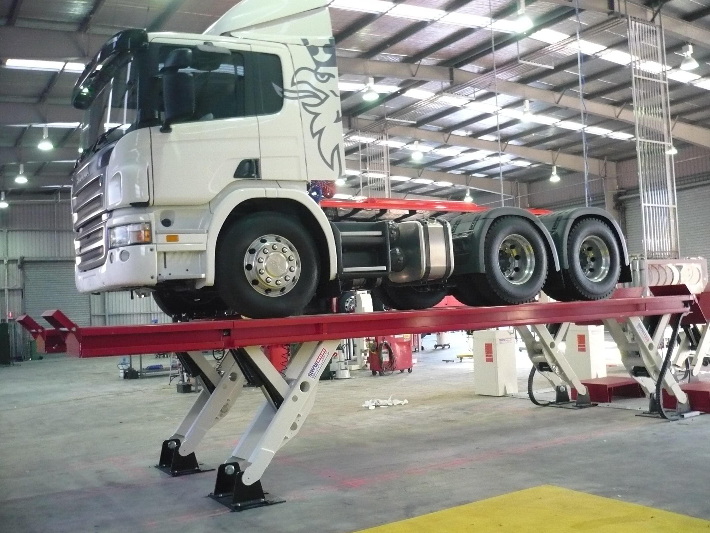 Plošinový nákladní  zvedák Skylift