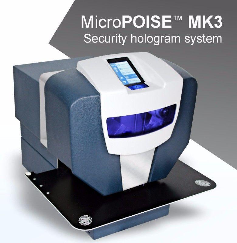 Stroje na aplikaci hologramů