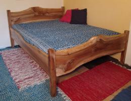 Nábytek do interiéru, postele, knihovny Jeseník