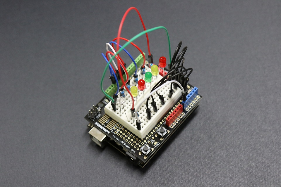 Elektrotechnické komponenty Praha - dovoz a distribuce součástek pro elektroniku
