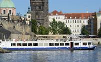 Restaurace na parníku, na lodi Praha
