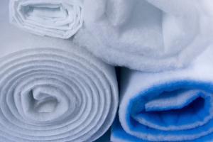 Výroba plstí Brno, netkané filtrační izolační dekorační textilie, technické zednické obuvnické plsti