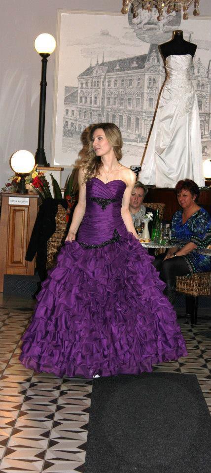 Šaty do tanečních, půjčovna šatů, šperky  Swarovski Šumperk, Zábřeh