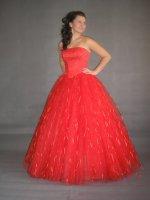 společenské šaty v celku - bohatá sukně, korzet s korálky