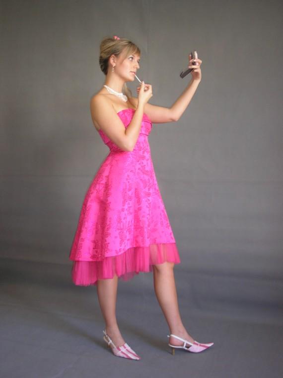 společenské šaty ostře růžové
