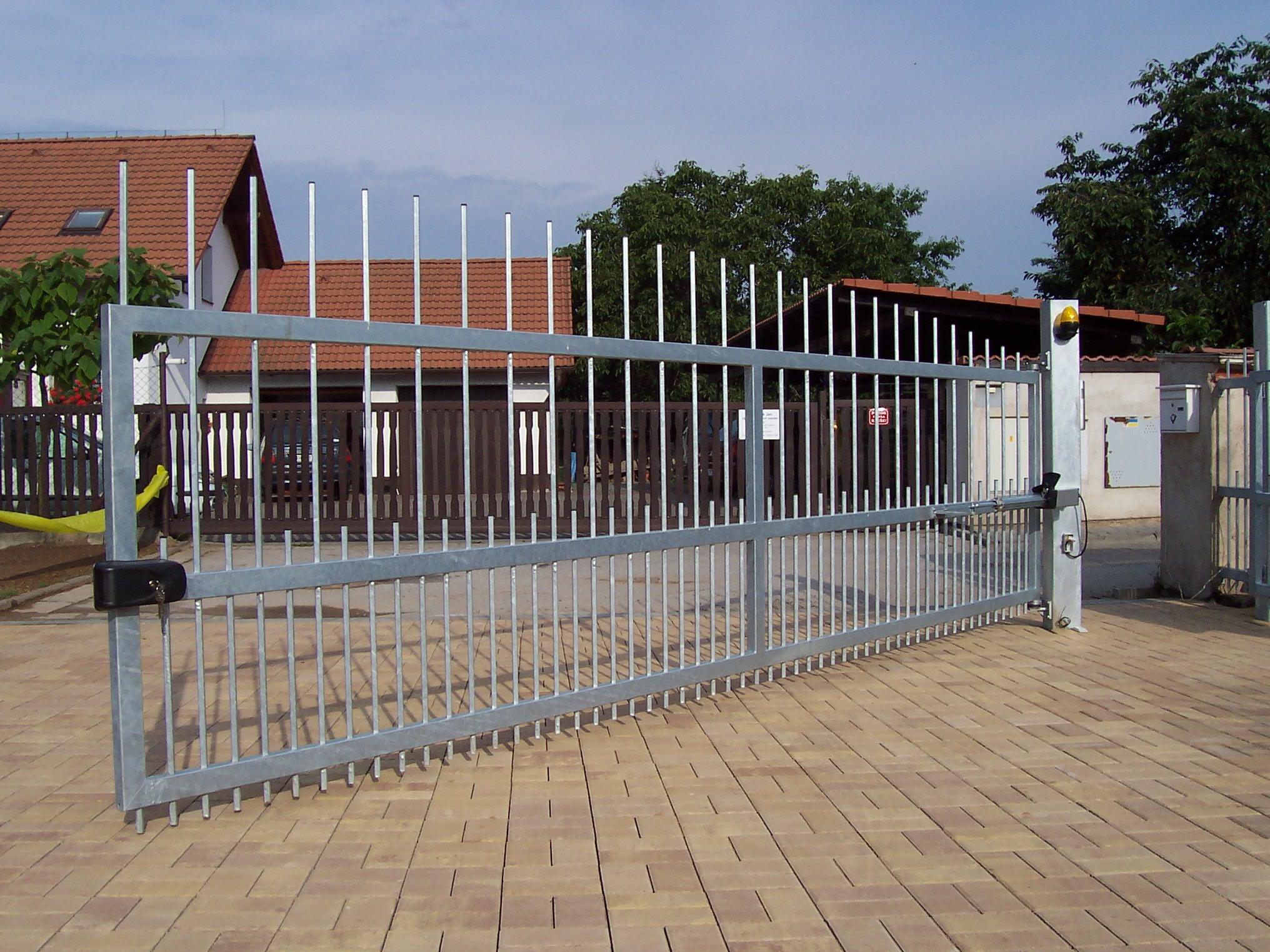 Vrata, brány, závory Hradec Králové