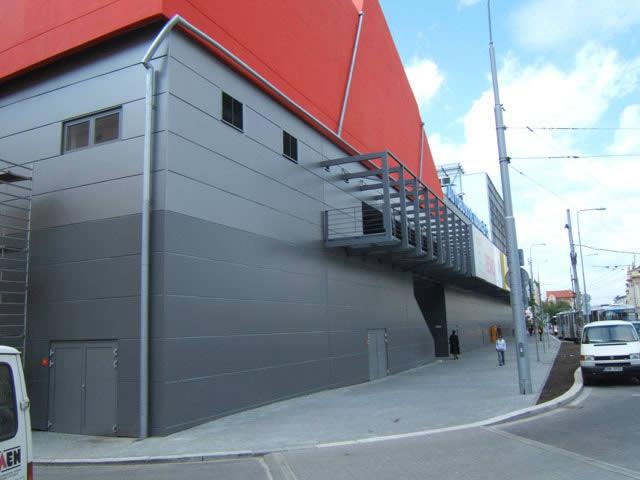 SEVEN HK s.r.o. - výstavba a opláštění průmyslových center