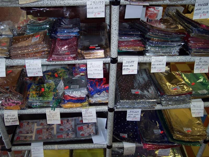 Velkoobchod a maloobchod s mikrotenovými sáčky, balící potřeby
