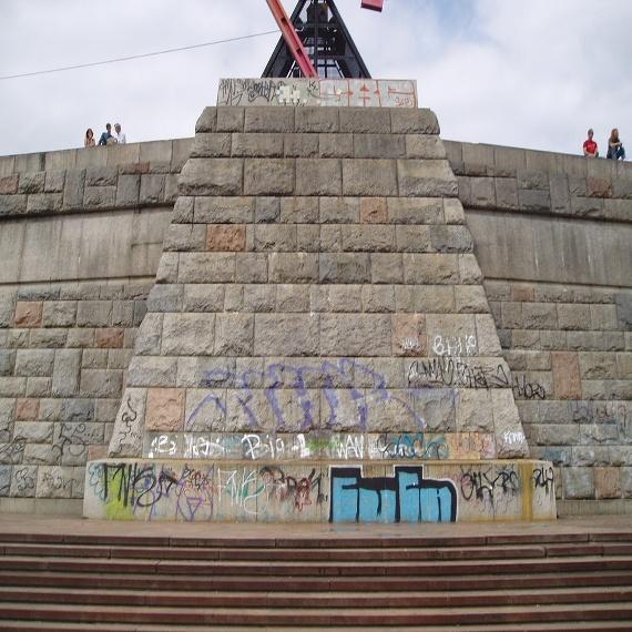 Odstraňování graffiti a antigraffiti nátěry a následným servisem 1-3 roky zdarma