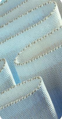 Výroba nekonečných povrstvených a strukturovaných tkaných pásů