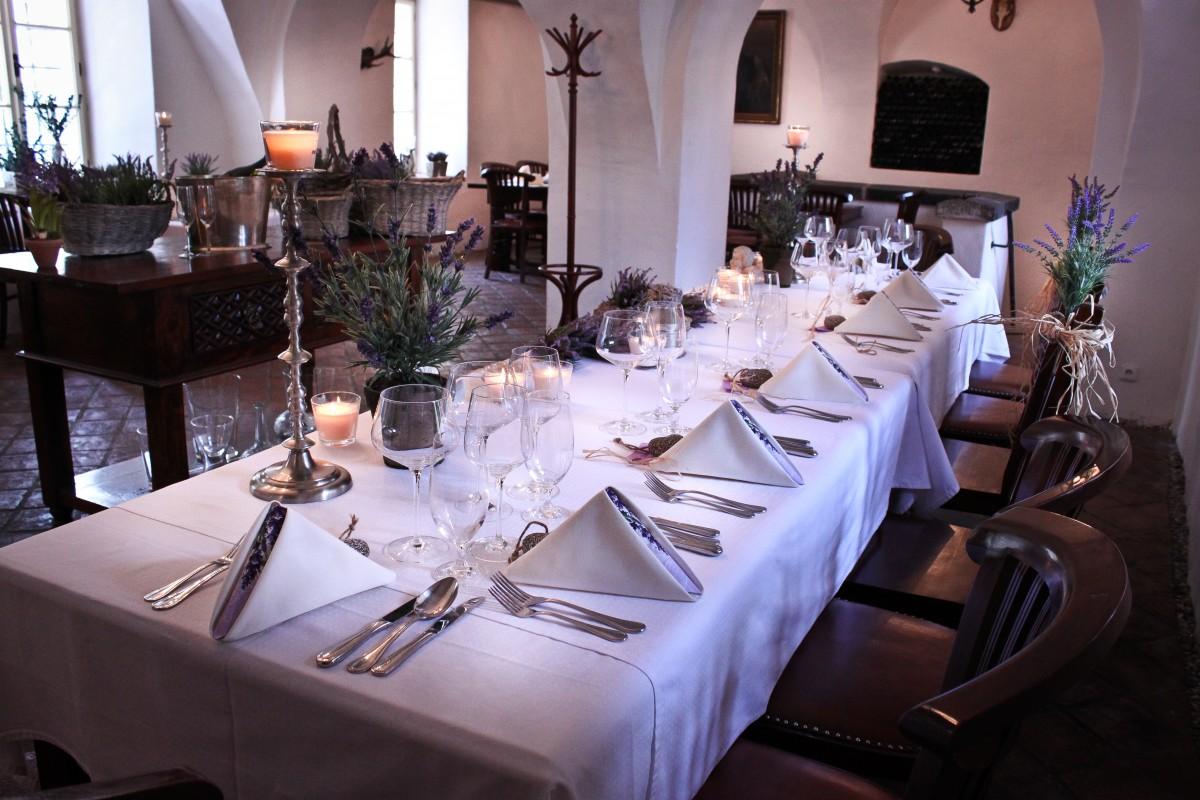 Svatební obřad, svatba na zámku, zámecká svatba jako z pohádky