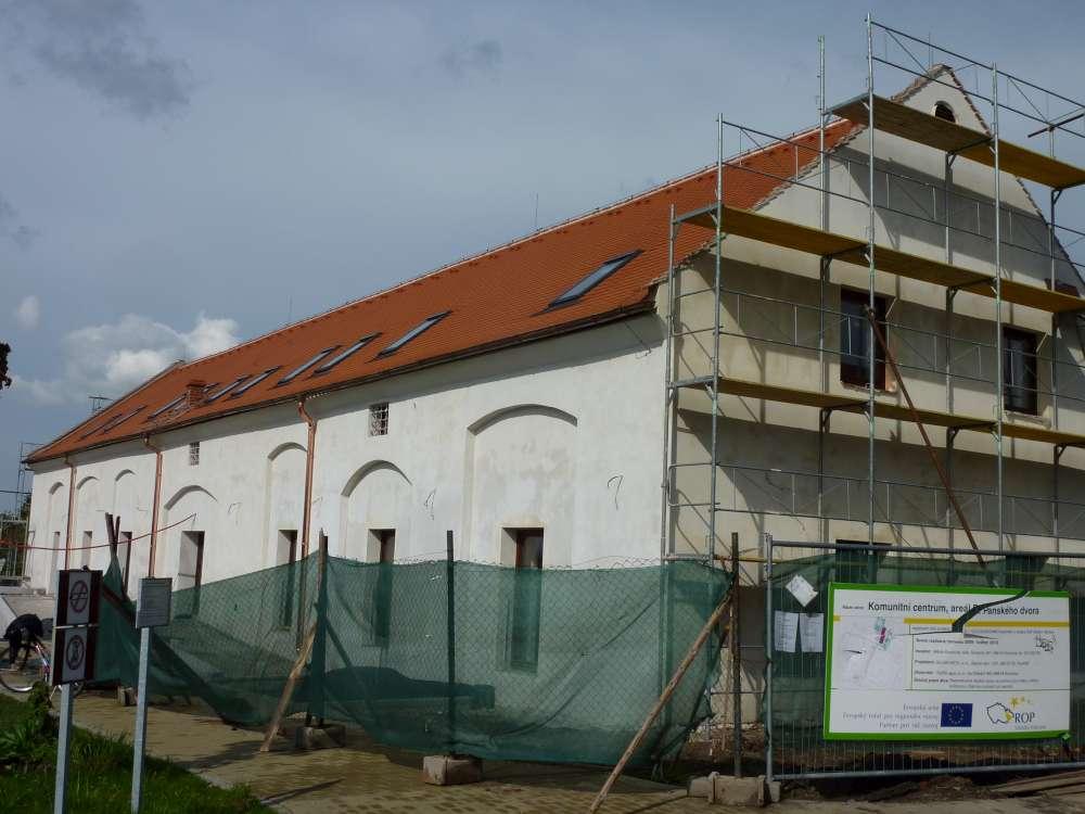střecha komunitního centra