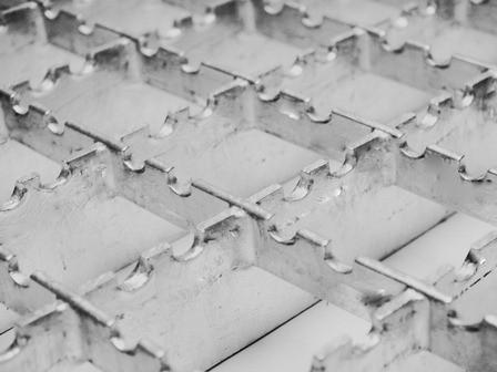 výroba regálových ocelových roštů Znojmo