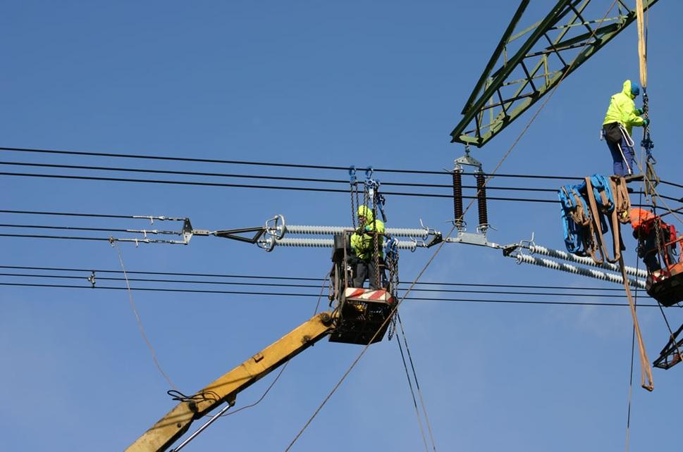 ELEKTROTRANS – komplexní služby v oblasti vedení elektřiny 110, 220 a 400 kV