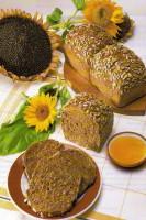 Chleba z přírodních kvasů, škvarkový chléb, čerstvé pečivo