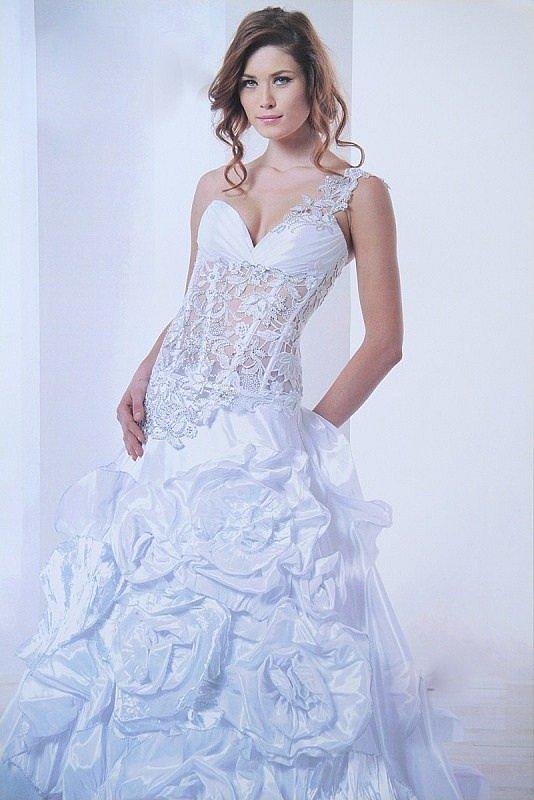 Exkluzivní svatební a společenské šaty s úpravou na míru- prodej 690cf51499d